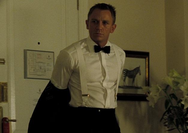 Daniel Craig w koszuli z krytą plisą