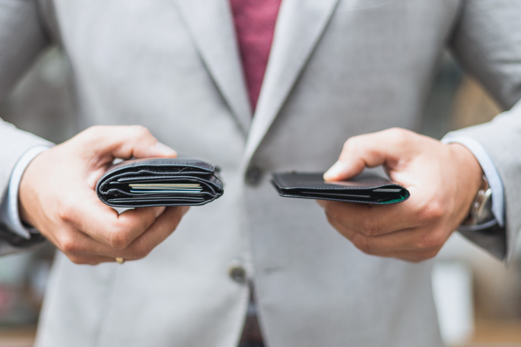 Skórzany portfel bez przegródek - koniec wypchanych kieszeni