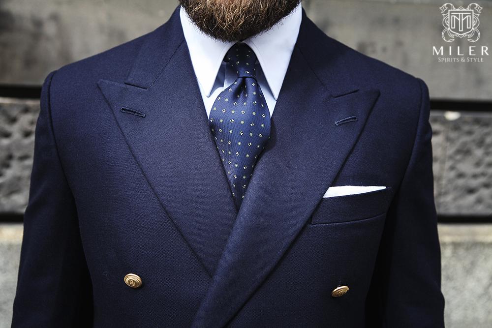 Lniana poszetka – najbardziej stylowy i jednocześnie bezpieczny dodatek męski