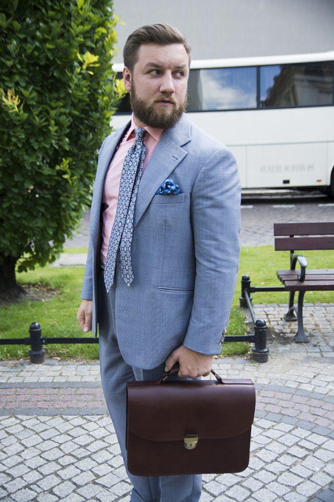 garnitur-niebieski-teczka-skorzana-brazowa (4)