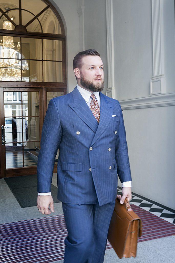 niebieski-garnitur-dwurzedowy-na-miare (1)