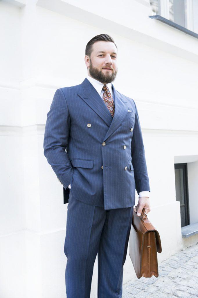 niebieski-garnitur-dwurzedowy-na-miare (16)