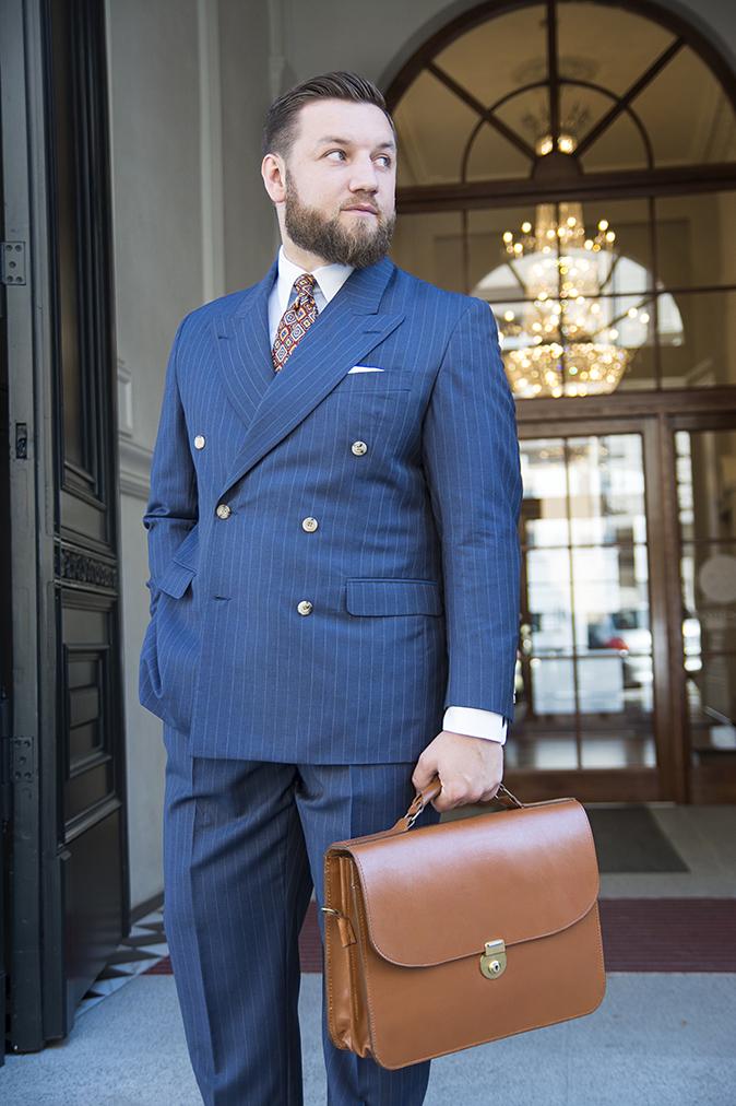 niebieski-garnitur-dwurzedowy-na-miare (20)