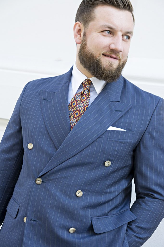 niebieski-garnitur-dwurzedowy-na-miare (6)