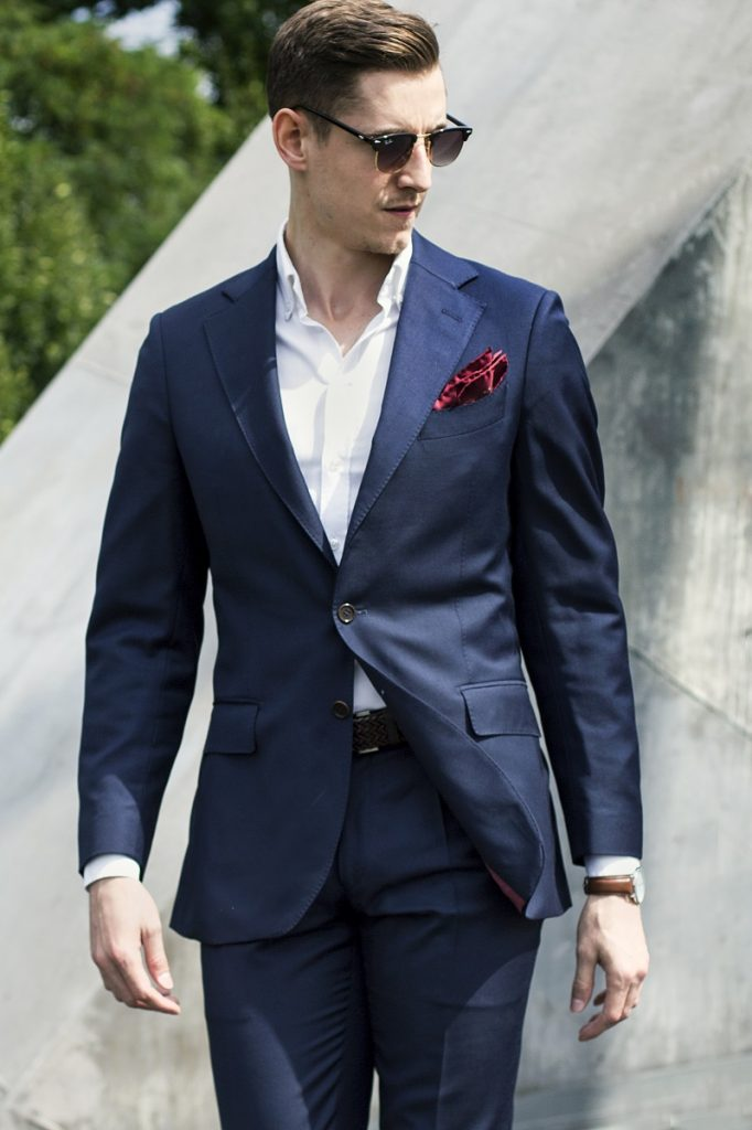 Granatowy garnitur MILER w stylizacji casualowej