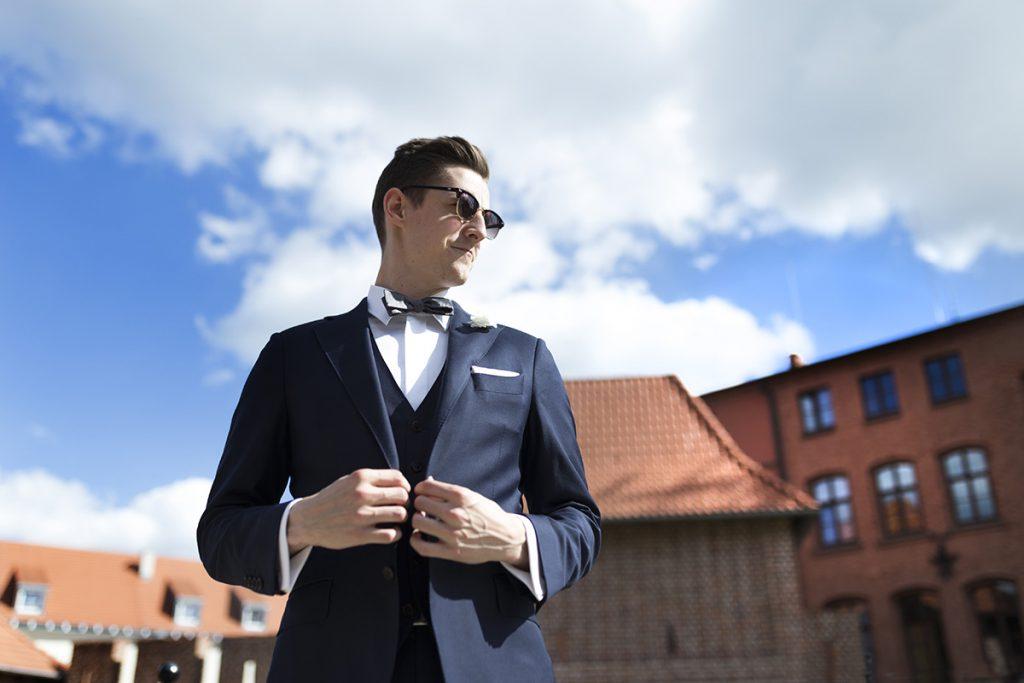 Granatowy garnitur MILER w stylizacji ślubnej