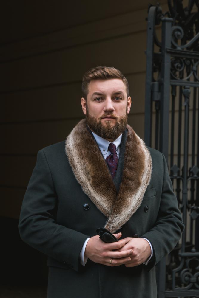 Płaszcz z kołnierzem z wydry